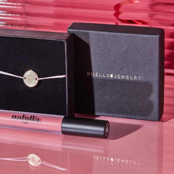 1 bracelet Huella Jewelry + 2 lipsticks au choix