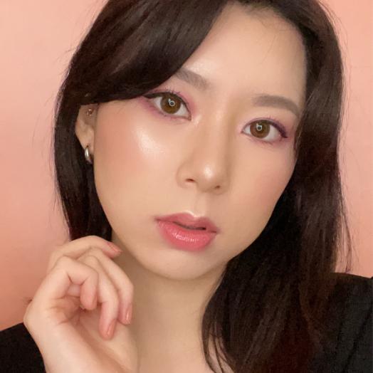 A fresh and natural make up