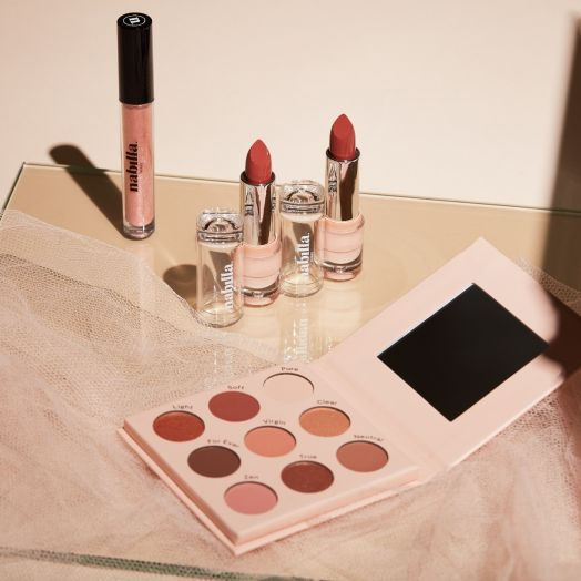 1 Beige Nude 03 palette + 2 lipsticks of your choice + 1 One More Time 24 gloss free